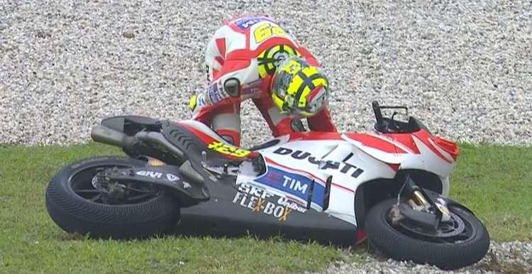 andrea iannone crash malaysia motogp 2016